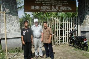 Kunjungan Ke Kebun Koleksi Salak Nusantara Milik Alumni